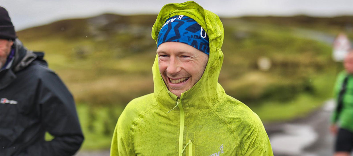 Ultrarunner Damian Hall sets new Pennine Way record while litter-picking